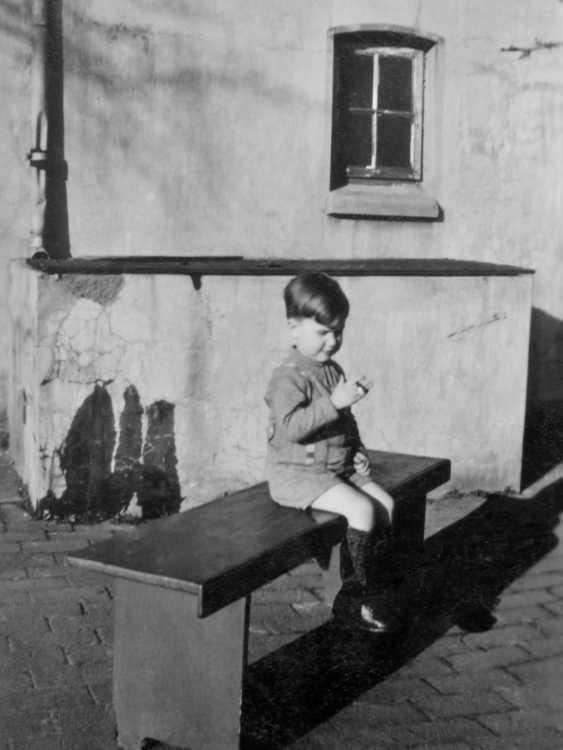 »Meine erste Zigarette vor dem Regenwasser-Bassin«, Foto Archiv © Friedhelm Denkeler 950