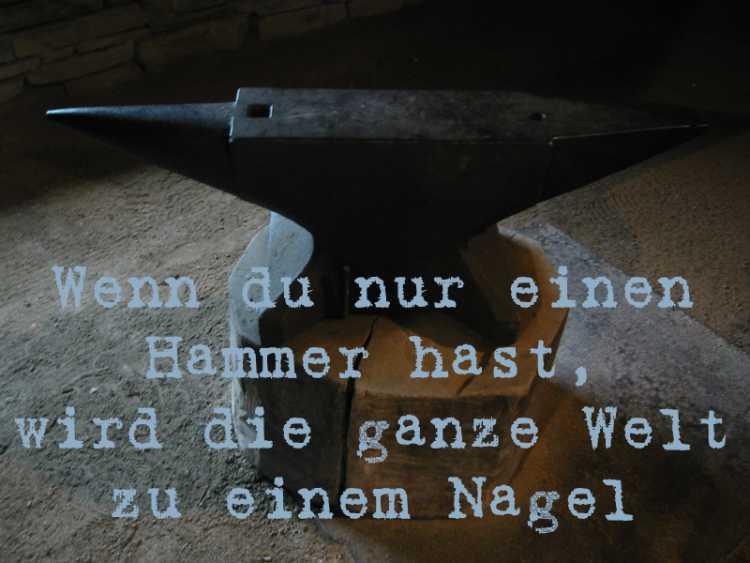 »Wenn du nur einen Hammer hast, wird die ganze Welt zu einem Nagel«, Foto/Collage © Friedhelm Denkeler 2004