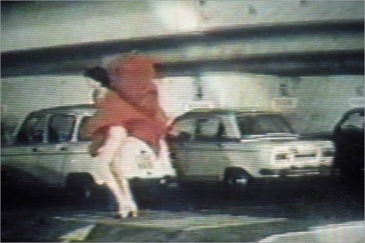 »Frau in Rot«, aus dem Portfolio »Geschichten aus Kindheit und Jugendzeit« Foto © Friedhelm Denkeler 1982