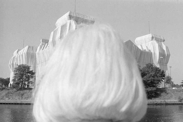 »Doppelte Verhüllung« (Christo & Jeanne-Claude,  Reichstagsverhüllung Berlin 1995), Foto © Friedhelm Denkeler 1995