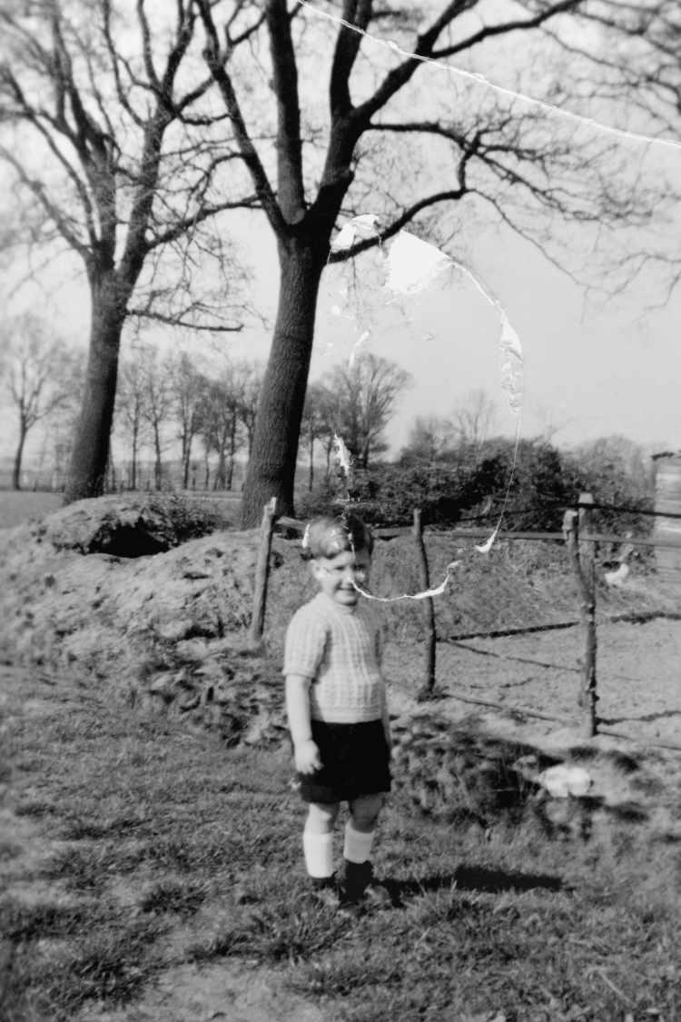 »Selbst vor einer Baustelle», 1950, Foto © Archiv Friedhelm Denkeler