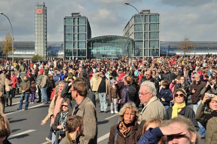 »Menschen am Hauptbahnhof«, Foto © Friedhelm Denkeler 2009
