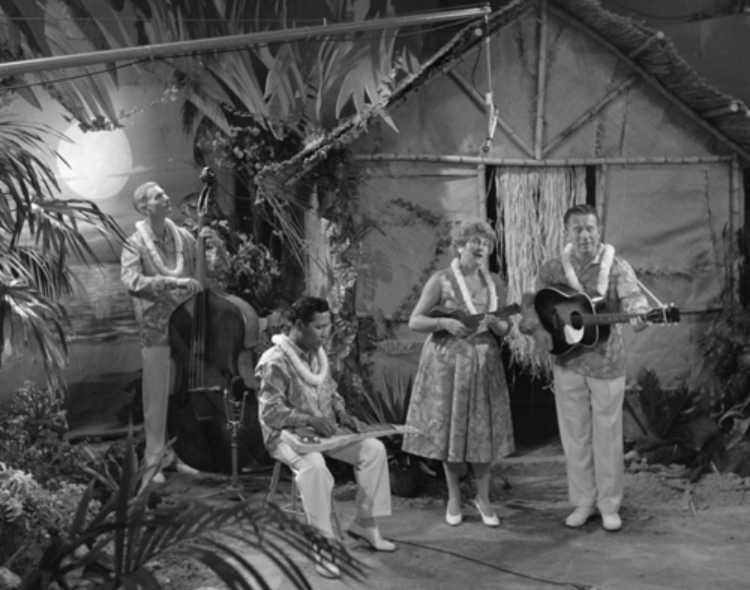 Kilima Hawaiians: »Es hängt ein Pferdehalfter an der Wand«, 1953, Quelle: Wikipedia