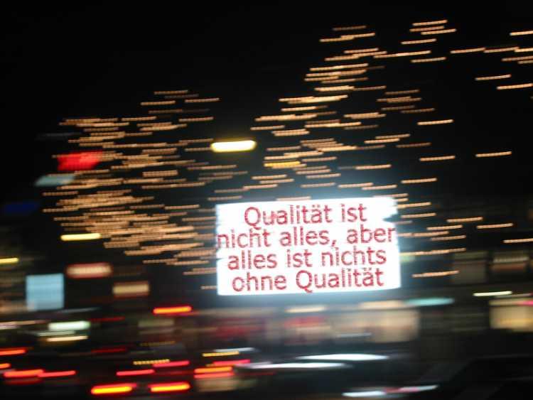 »Qualität ist nicht alles, aber alles ist nichts ohne Qualität«, Foto/Grafik © Friedhelm Denkeler 2002