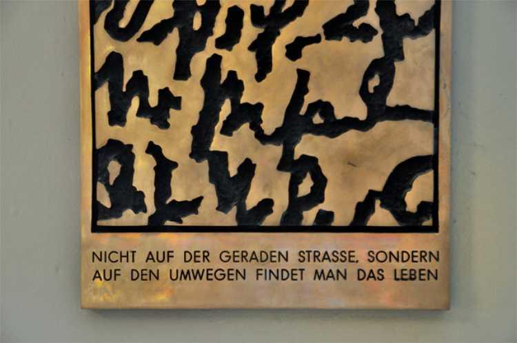 »Nicht auf der geraden Straße, sondern auf den Umwegen findet man das Leben«, gefunden in Bern, Foto © Friedhelm Denkeler 2010