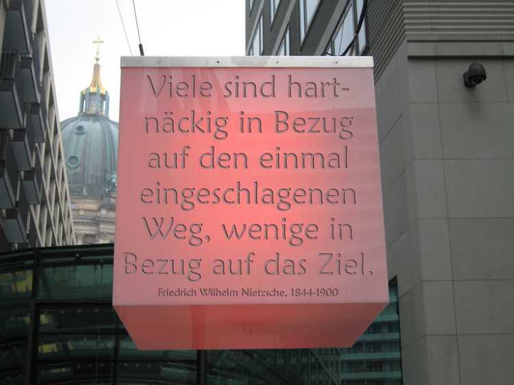 »Viele sind hartnäckig in Bezug auf den einmal eingeschlagenen Weg, wenige in Bezug auf Ziel«, Nietzsche, Foto/Grafik © Friedhelm Denkeler 2006