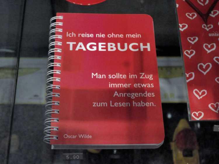 »Ich reise nie ohne mein Tagebuch. Man sollte im Zug immer etwas zum Lesen haben«, Oscar Wilde, Foto © Friedhelm Denkeler 2011