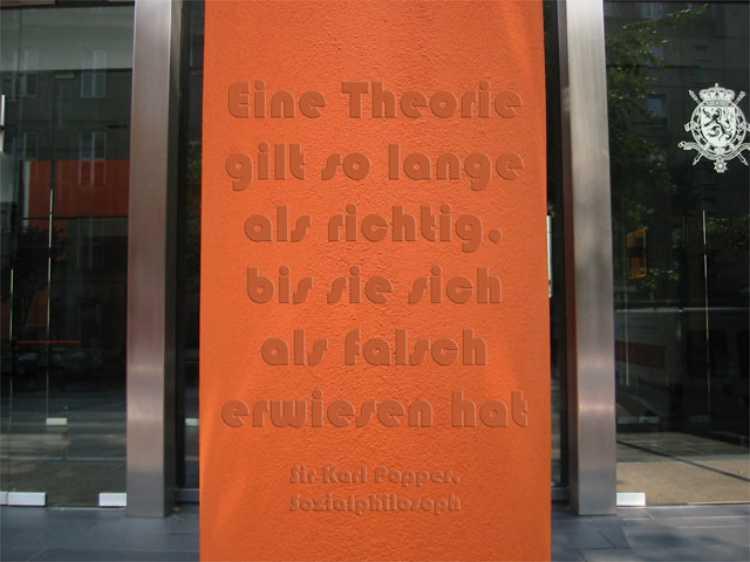 »Eine Theorie gilt so lange als richtig, bis sie sich als falsch erwiesen hat«, Sir Karl Popper, Foto/Grafik © Friedhelm Denkeler 2009