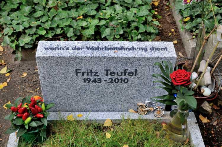 »Wenn's der Wahrheitsfindung dient …«, Fritz Teufel, Dorotheenstädtischer Friedhof, Berlin, Foto © Friedhelm Denkeler 2013