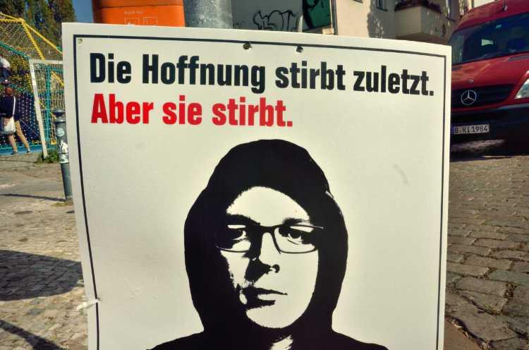 »Die Hoffnung stirbt zuletzt. Aber sie stirbt«, Wahlwerbung Die Partei, Foto © Friedhelm Denkeler 2017