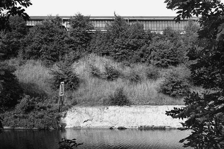 »Teltow-Kanal mit Industriehalle«, Foto © Friedhelm Denkeler 1979